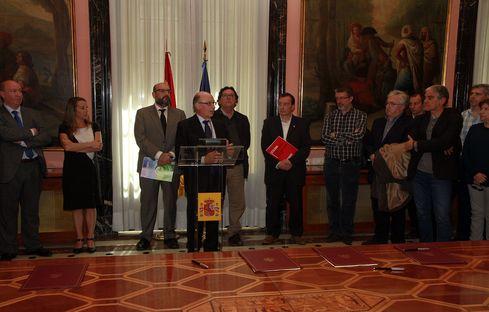 Cristóbal Montoro i els sindicats CCOO, UGT i CSI-F presenten l'acord