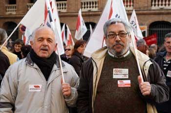 Manifestants de la Intersindical, davant la plaça de Bous de València