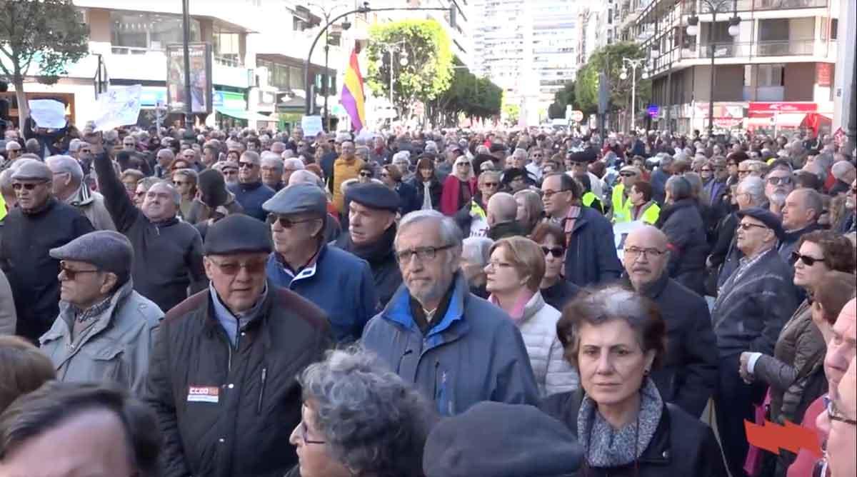 Milers de persones col·lapsen València per unes pensions dignes