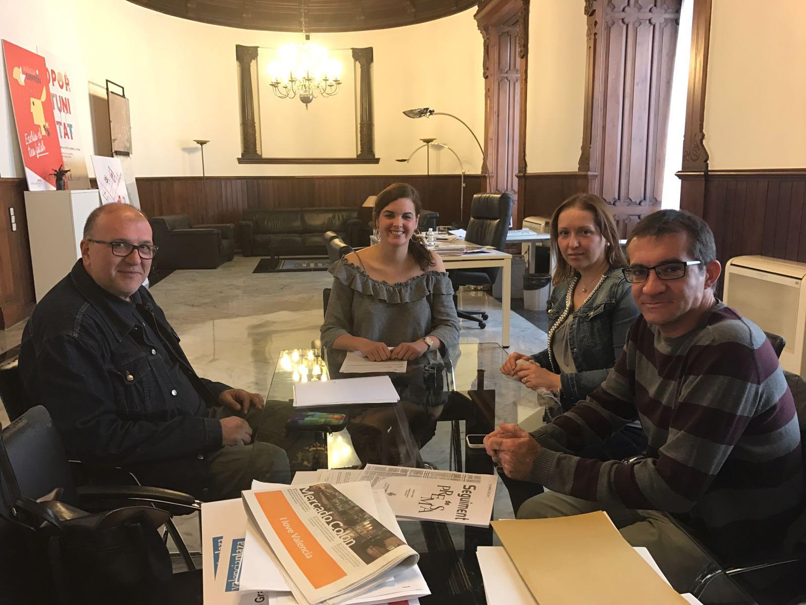Membres d'STEPV amb la Primera Tinent d'Alcalde de València, Sandra Gómez