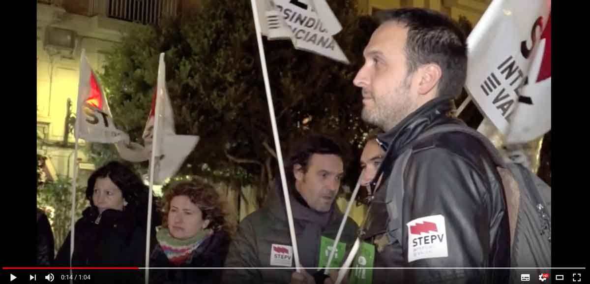 El professorat valencià es concentra per reinvindicar la millora de les condicions laborals