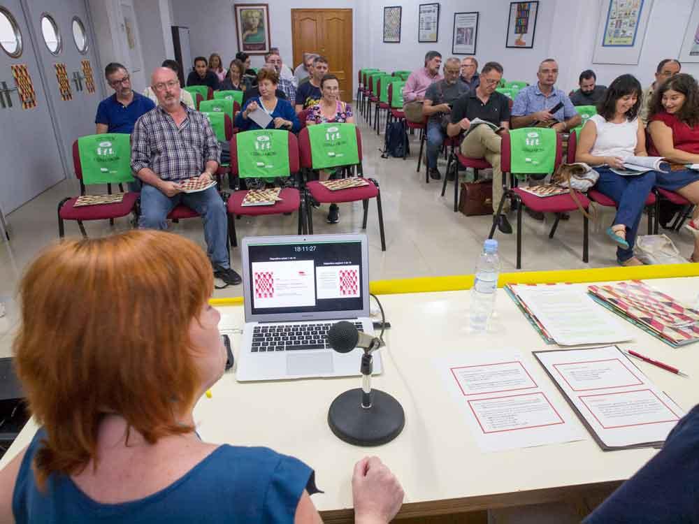 Moments abans de la presentació de l'Informe a la seu de València